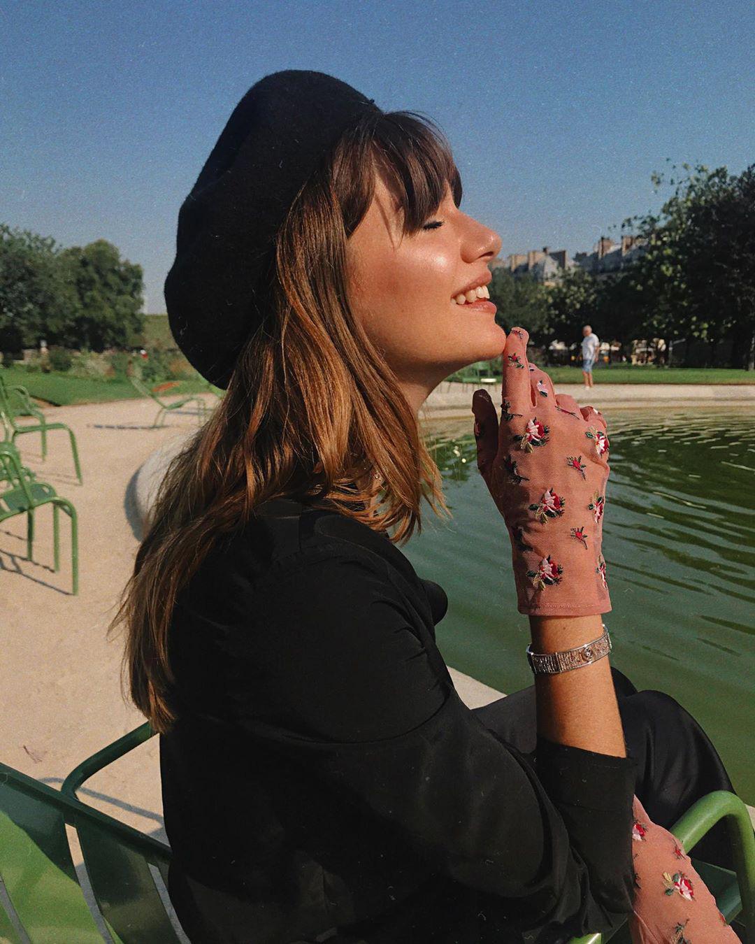 Để có style mùa lạnh thanh lịch như quý cô Paris, bạn chỉ cần có trong tay 6 món đồ - Ảnh 11.