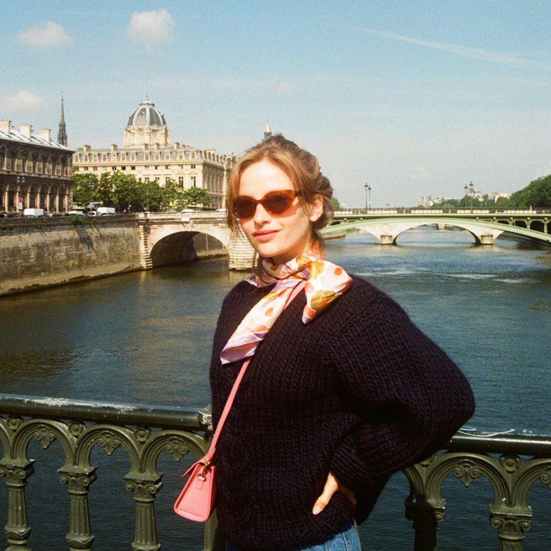 Để có style mùa lạnh thanh lịch như quý cô Paris, bạn chỉ cần có trong tay 6 món đồ - Ảnh 10.