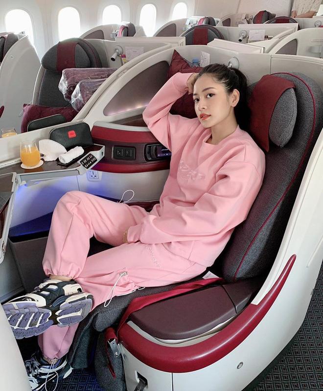 Sao Việt đi máy bay hạng thương gia: Người lên đồ đơn giản, người cầu kỳ nhưng ai cũng khoe túi hiệu - ảnh 4
