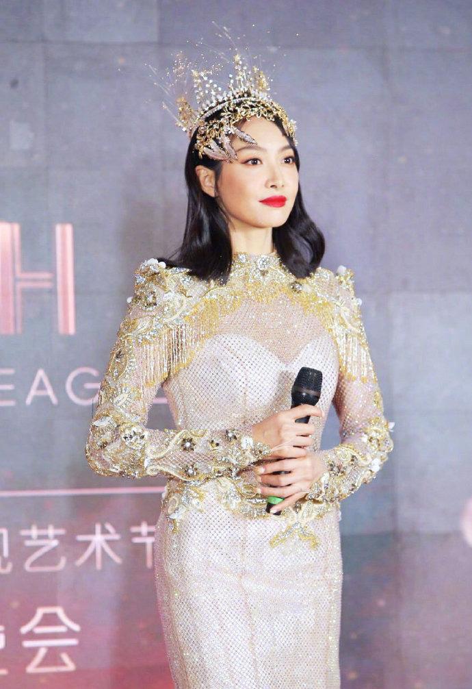 Không chỉ Nữ thần Kim Ưng Tống Thiến, nhiều sao Việt cũng bị lộ bụng vì váy đuôi cá - Ảnh 1.