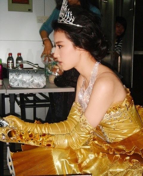 Hậu trường Lưu Diệc Phi hoá Nữ thần Kim Ưng 14 năm trước gây bão: Đẹp đến mức ảnh mờ vẫn đỉnh, Victoria khó có thể sánh bằng - ảnh 4