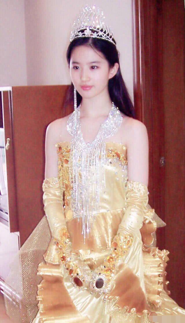 Hậu trường Lưu Diệc Phi hoá Nữ thần Kim Ưng 14 năm trước gây bão: Đẹp đến mức ảnh mờ vẫn đỉnh, Victoria khó có thể sánh bằng - ảnh 2