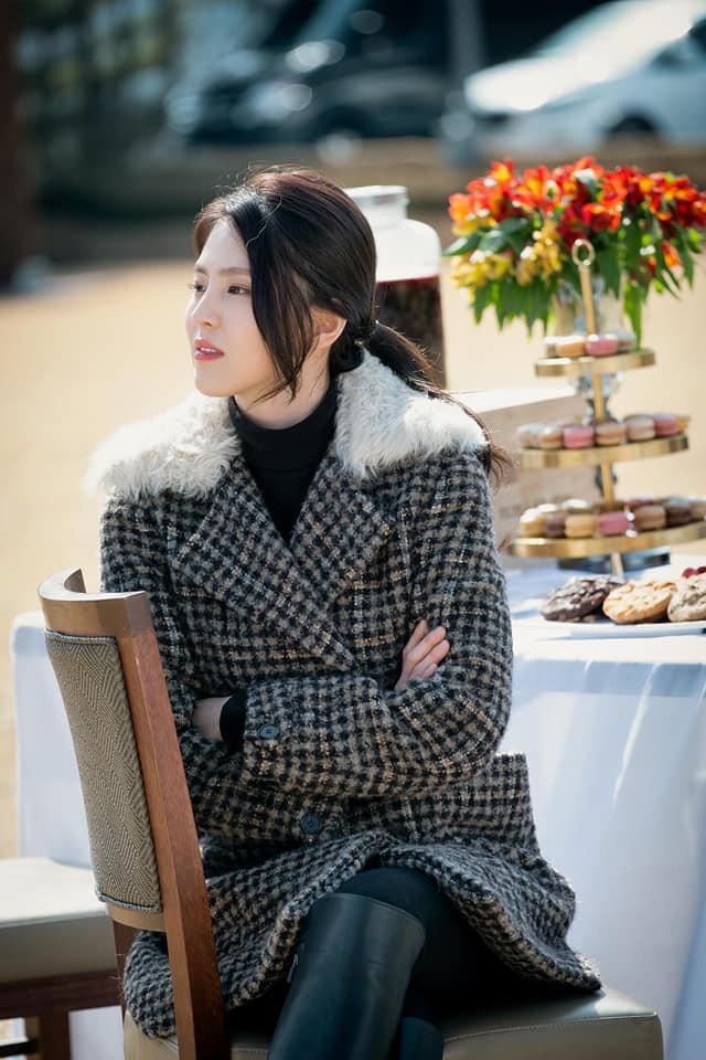 Soi nhược điểm mặt lệch, mũi ngắn của tiểu tam hot nhất xứ Hàn: Lý do cô luôn để một kiểu tóc nhất định là đây - Ảnh 4.