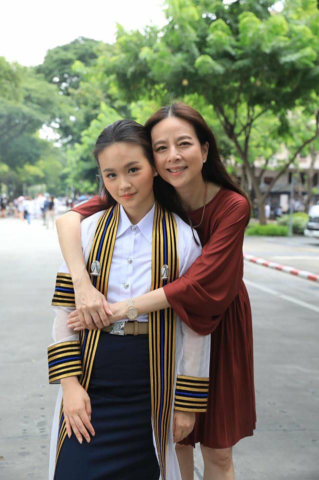Ái nữ nhà chủ tịch đội bóng Thái Lan gây sốt với nhan sắc xinh đẹp, là du học sinh ở Úc và được kỳ vọng sẽ nối nghiệp của mẹ - ảnh 7
