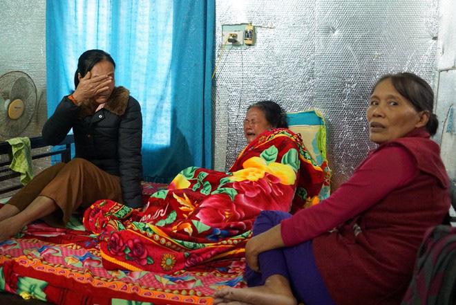 Vụ 22 cán bộ, chiến sĩ bị vùi lấp: Mẹ già khóc ngất khi hay tin con tử nạn, vợ ngã quỵ ngóng tin chồng - ảnh 1