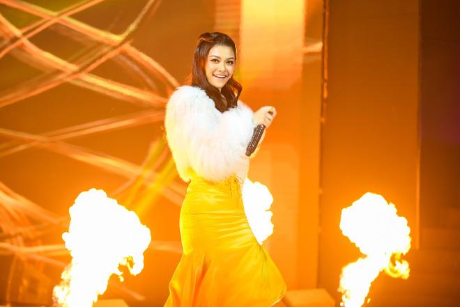 Lona lọt top 10 King Of Rap, fan hoài nghi có người viết hộ lời Rap cho nàng Á hậu - ảnh 1