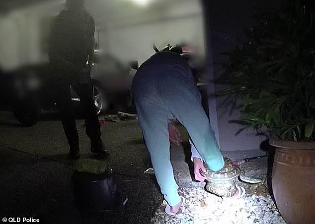 Có lòng tốt cứu con vật mắc kẹt dưới gầm xe ô tô, người phụ nữ không ngờ làm ơn mắc oán phải cầu cứu cảnh sát - ảnh 3