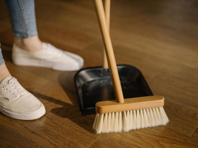5 thói quen tai hại khi dọn dẹp, giữ vệ sinh nhà cửa ai cũng làm mỗi ngày nhưng lại khiến bệnh tật dễ tấn công lúc nào không hay - ảnh 1
