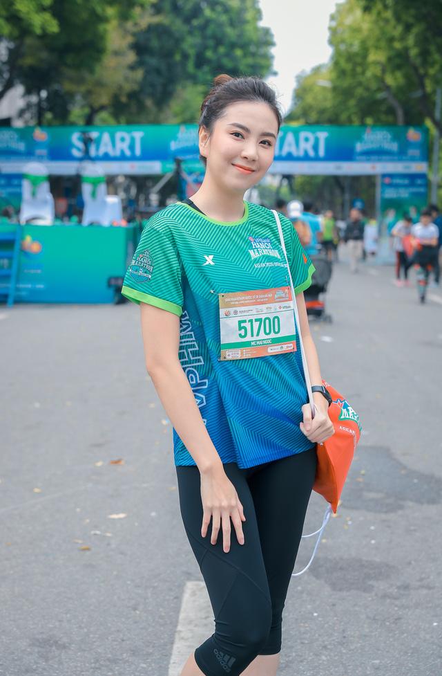 Dàn sao đổ bộ giải Marathon: Mai Phương Thuý chơi trội khoe vòng 1 gần 100 cm, dàn hậu và MC Mai Ngọc rạng rỡ - ảnh 6
