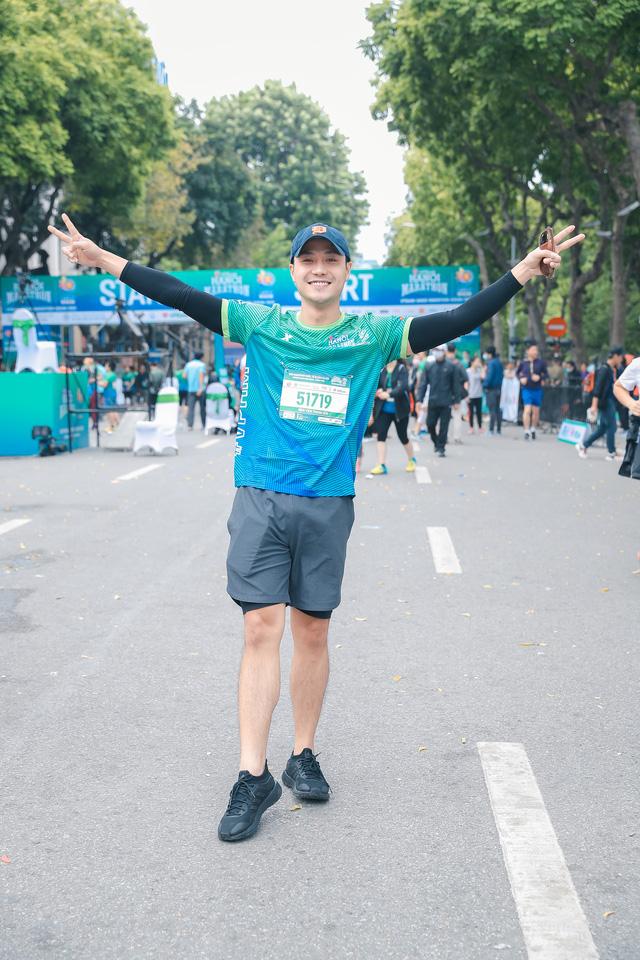 Dàn sao đổ bộ giải Marathon: Mai Phương Thuý chơi trội khoe vòng 1 gần 100 cm, dàn hậu và MC Mai Ngọc rạng rỡ - ảnh 9