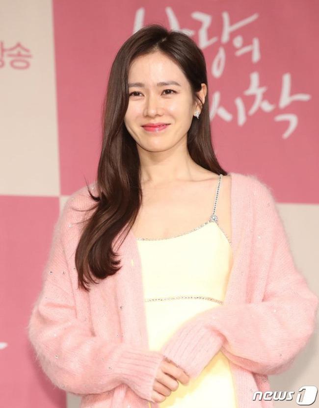 Cú lừa câu like của phim Hàn: Son Ye Jin - Song Hye Kyo bị lợi dụng tên tuổi, Jiyeon - Jisoo trở thành mồi nhử khiến fan nội chiến - Ảnh 3.