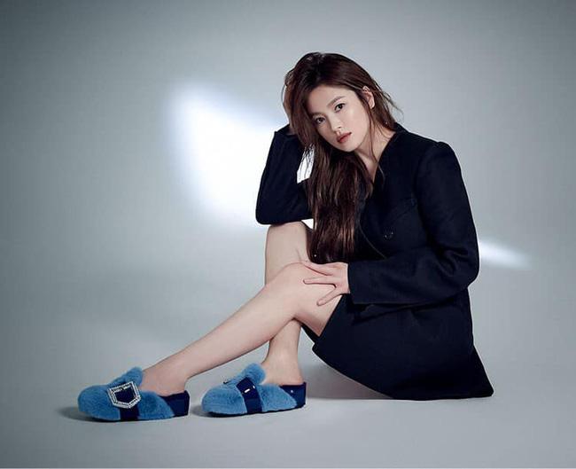 Cú lừa câu like của phim Hàn: Son Ye Jin - Song Hye Kyo bị lợi dụng tên tuổi, Jiyeon - Jisoo trở thành mồi nhử khiến fan nội chiến - Ảnh 4.