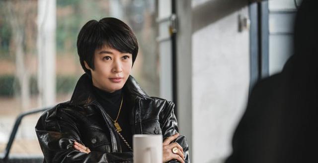 Cú lừa câu like của phim Hàn: Son Ye Jin - Song Hye Kyo bị lợi dụng tên tuổi, Jiyeon - Jisoo trở thành mồi nhử khiến fan nội chiến - Ảnh 5.