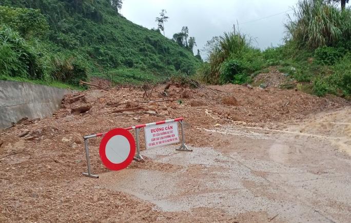 Lũ lịch sử ở Quảng Bình: Hơn 34.000 nhà dân ngập lụt, dân cuống cuồng chạy lũ trong đêm - Ảnh 6.