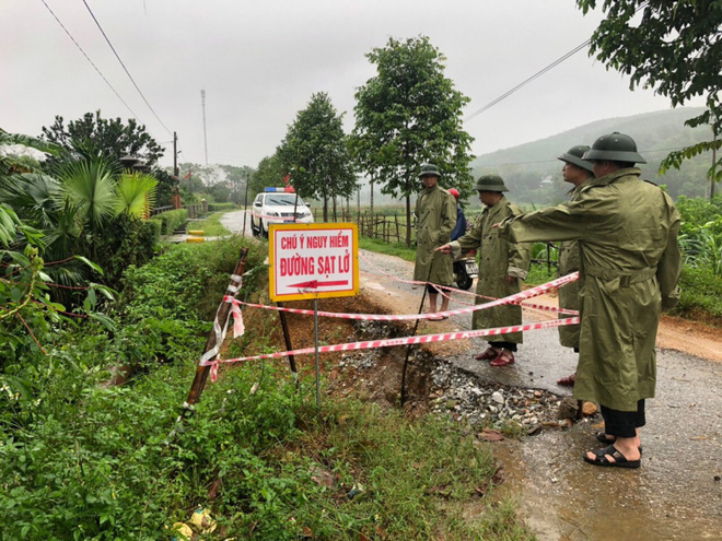 Hà Tĩnh đề nghị rà soát khẩn nơi đóng quân của lực lượng vũ trang, sơ tán dân vùng nguy hiểm - Ảnh 7.