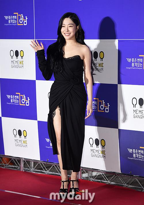 Thảm đỏ hot nhất xứ Hàn hôm nay: Tiffany (SNSD) chặt chém với đôi chân cực phẩm, Joy (Red Velvet) đẹp lấn át cả nữ thần Irene - Ảnh 3.