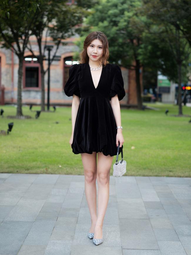 Street style châu Á: Hội chị em lên đồ đẹp hút mắt, toàn blazer và cardigan nhưng nhìn sang hết nấc - ảnh 11