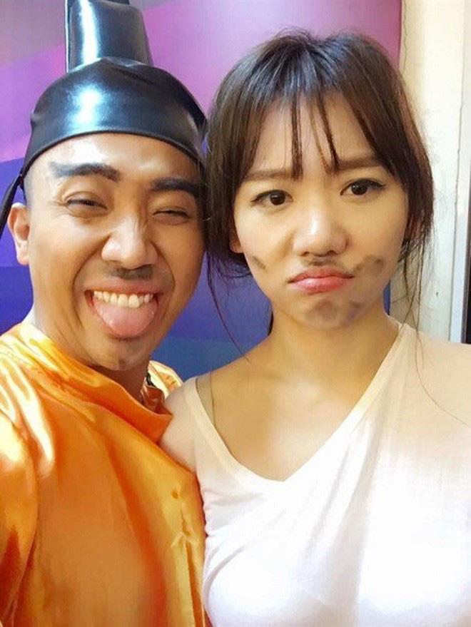 Hari Won khoe ảnh ăn bánh Trung thu, nhưng dân tình chỉ dán mắt vào bóng dáng rũ rượi của Trấn Thành mờ mờ ở góc ảnh - ảnh 4