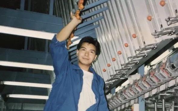 Cô gái khoe bố thời trẻ đẹp như diễn viên TVB, đứng chờ tàu cũng được hỏi muốn làm idol không?