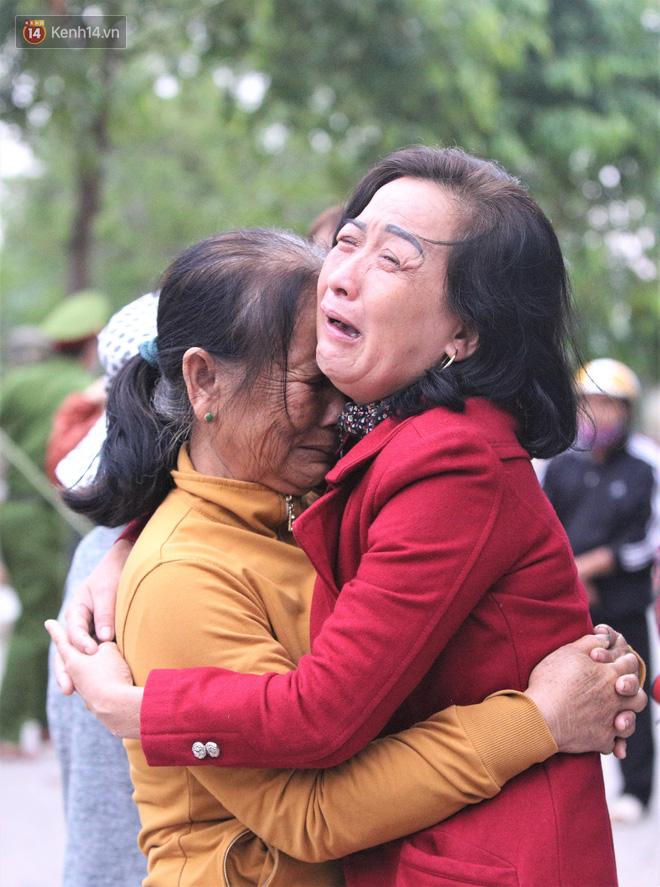 Nước mắt người vợ chiến sĩ hy sinh ở Sư đoàn 337: Giờ anh mất, muốn đưa thi thể về nhà cũng không được vì quê Quảng Bình vẫn còn ngập lụt - Ảnh 8.