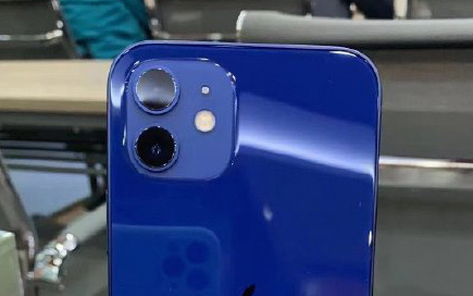 """iPhone 12 màu xanh blue hứng """"gạch đá"""", đứng đầu bảng tìm kiếm trên Weibo"""
