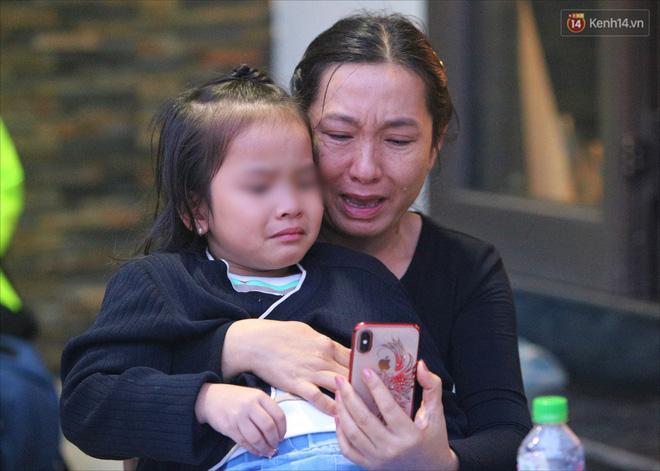 Nước mắt người vợ chiến sĩ hy sinh ở Sư đoàn 337: Giờ anh mất, muốn đưa thi thể về nhà cũng không được vì quê Quảng Bình vẫn còn ngập lụt - Ảnh 1.