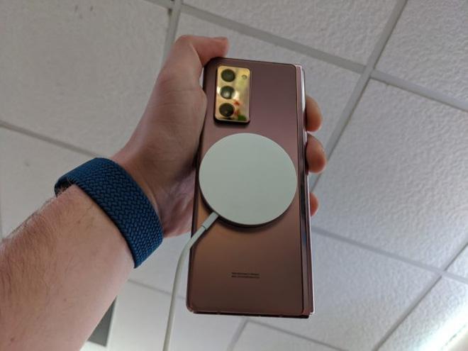 Sạc không dây MagSafe mới của Apple có thể hoạt động với cả Galaxy Z Fold2 của Samsung - ảnh 3