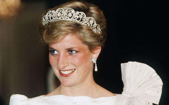 Trong một cuộc phỏng vấn bí mật, Công nương Diana từng thẳng thừng tuyên bố gây choáng về việc nối ngôi của chồng và con trai cả? - ảnh 1