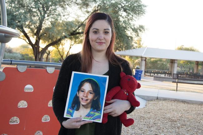 Bé gái mất tích ngay gần nhà, cảnh sát điều tra, nghi ngờ bố đứa trẻ và 10 năm sau, sự xuất hiện của tờ tiền 1 USD xáo trộn mọi thứ - ảnh 6