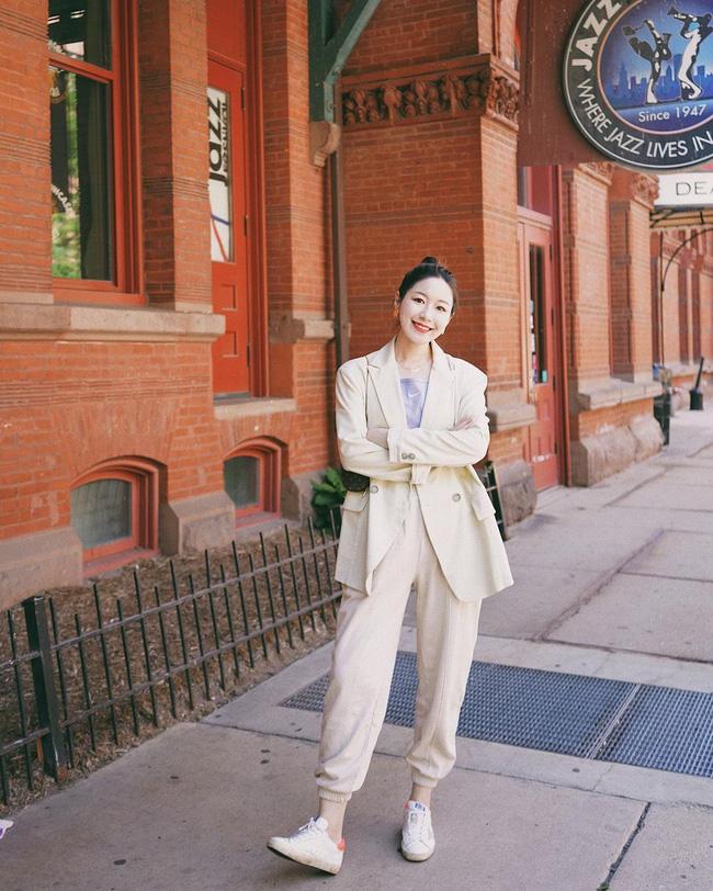 Chỉ với một kiểu blazer, nàng fashionista mix được cả chục set đồ xịn đẹp, học theo thì bạn chẳng cần shopping nhiều cho phí tiền - ảnh 4