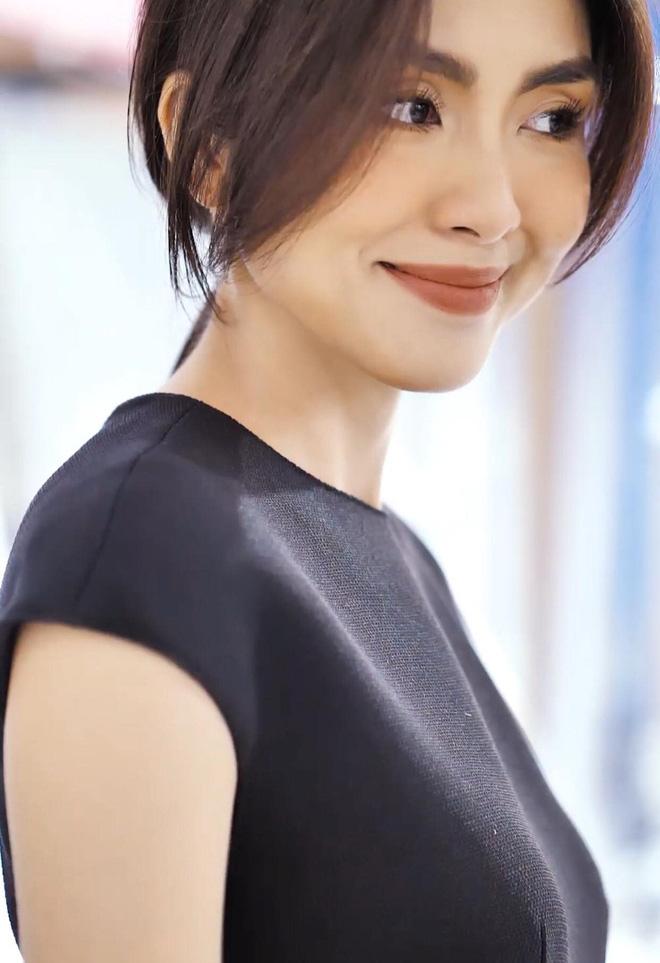 Taeyeon và Hà Tăng lăng xê xu hướng tóc mái che mặt bánh bao, trán sân bay cực kỳ lợi hại - ảnh 8