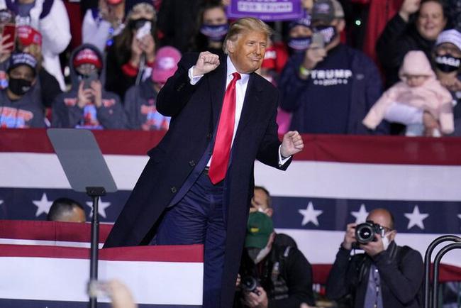 Điệu nhảy hài hước của Tổng thống Trump mùa tranh cử bất ngờ trở thành hiện tượng dance cover triệu view gây sốt MXH - ảnh 1