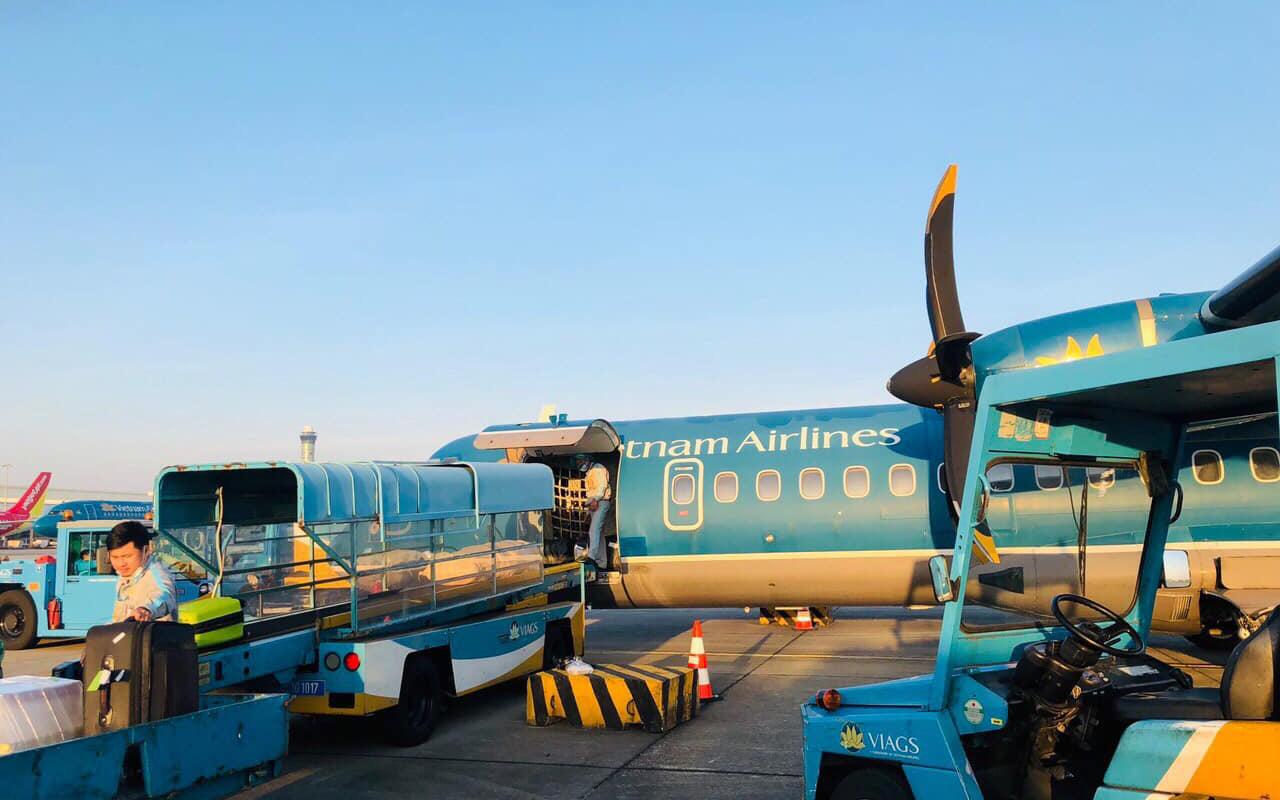 24 tấn hàng và hơn 2.000 kiện hàng cứu trợ đã được Vietnam Airlines Group vận chuyển đến các đầu sân bay miền Trung