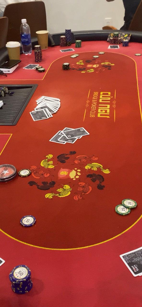 Đột kích sòng Poker quy tụ nhiều người ngoại quốc ở Sài Gòn - ảnh 2