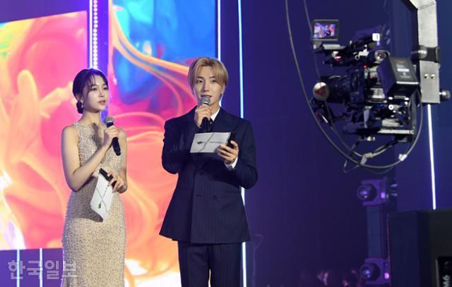 Cuộc thi Hoa hậu Hàn Quốc lạ đời nhất lịch sử: Phông nền hội chợ, Hoa hậu ỉu xìu khi nhận giải, dàn thí sinh trình diễn như idol Kpop - ảnh 7