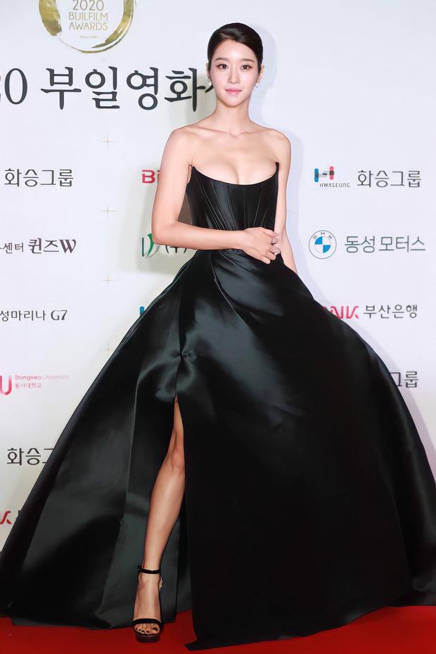 Top tin hot Naver hôm nay: Seo Ye Ji đắp cả gia tài lên người đi thảm đỏ, nhưng vòng 1 khủng lại chiếm hết spotlight - Ảnh 2.