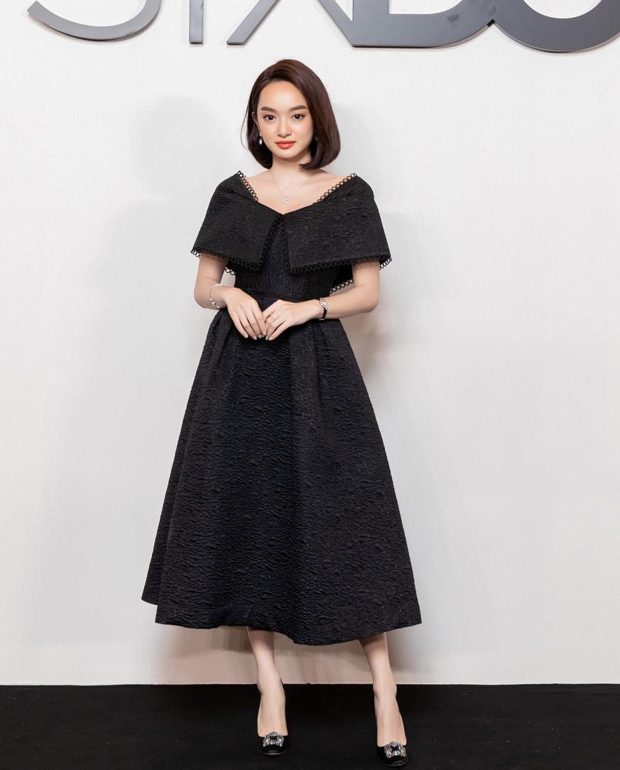 Angela Phương Trinh comeback chặt đẹp dàn mỹ nhân, Khánh Linh đã dát vàng lông mày còn xách túi lồng chim nửa tỷ - Ảnh 5.