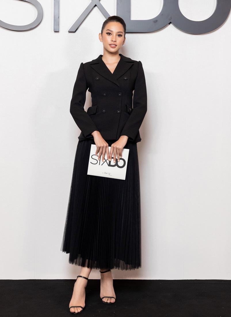 Angela Phương Trinh comeback chặt đẹp dàn mỹ nhân, Khánh Linh đã dát vàng lông mày còn xách túi lồng chim nửa tỷ - Ảnh 4.