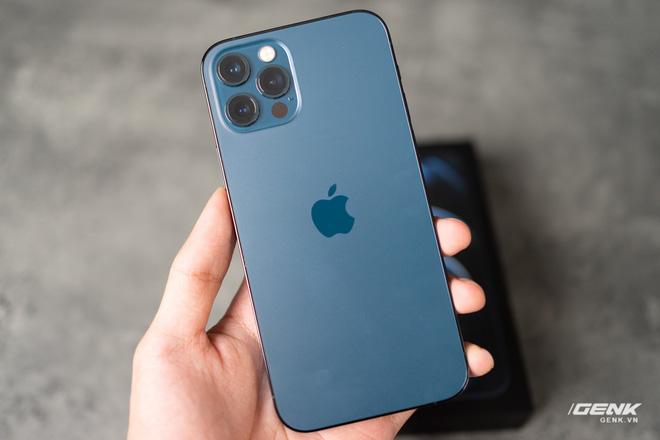 So sánh 2 màu đẹp nhất trên iPhone 12 Pro: Đen Graphite và Xanh Pacific - ảnh 1