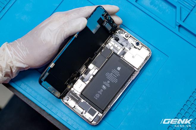 Mổ bụng iPhone 12 Pro đầu tiên tại Việt Nam: Sắp xếp vị trí linh kiện có chút khác biệt, bo mạch chữ L, pin 2815mAh - ảnh 3