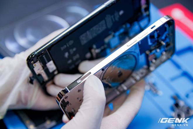 Mổ bụng iPhone 12 Pro đầu tiên tại Việt Nam: Sắp xếp vị trí linh kiện có chút khác biệt, bo mạch chữ L, pin 2815mAh - ảnh 25