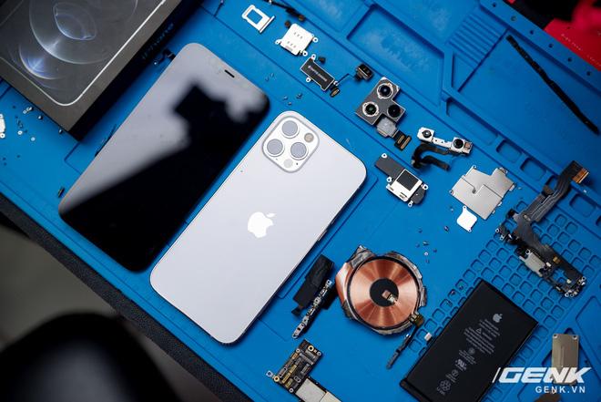 Mổ bụng iPhone 12 Pro đầu tiên tại Việt Nam: Sắp xếp vị trí linh kiện có chút khác biệt, bo mạch chữ L, pin 2815mAh - ảnh 27