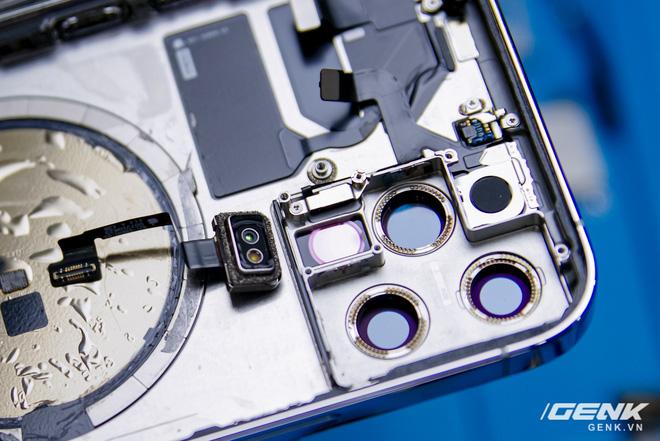 Mổ bụng iPhone 12 Pro đầu tiên tại Việt Nam: Sắp xếp vị trí linh kiện có chút khác biệt, bo mạch chữ L, pin 2815mAh - ảnh 8