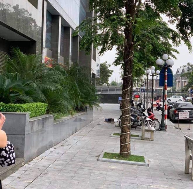 Hà Nội: Bàng hoàng phát hiện người phụ nữ rơi từ chung cư xuống đất tử vong - ảnh 1