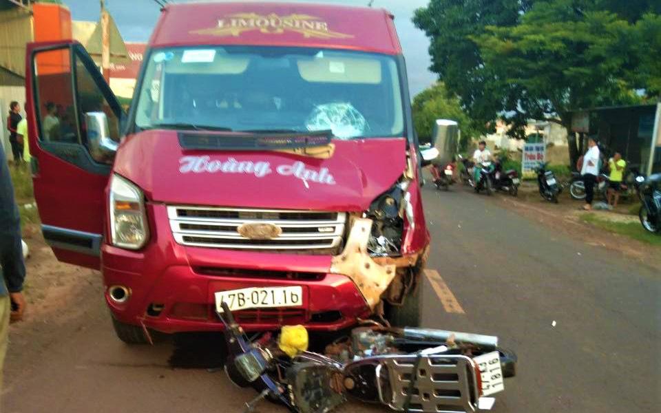 Xe máy đấu đầu ô tô khách, người đàn ông tử vong thương tâm