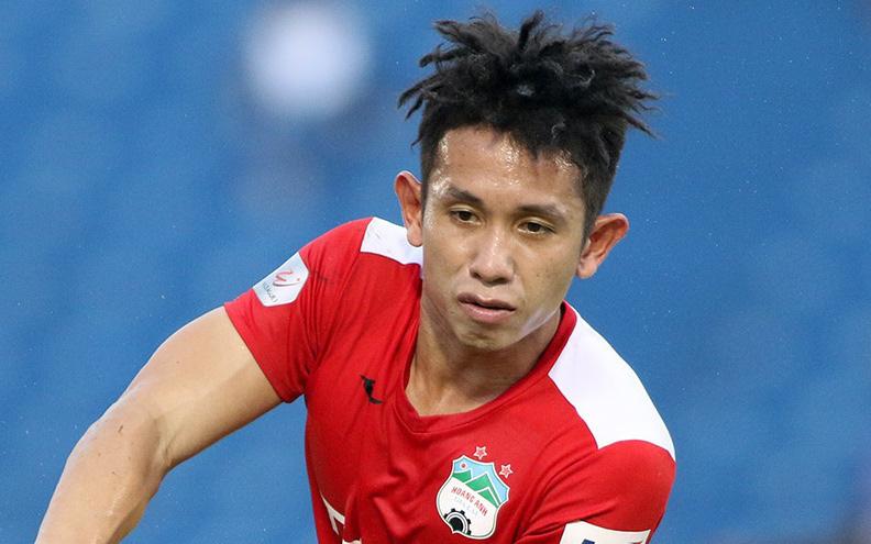 Hồng Duy bảo vệ cầu thủ ném bóng vào mặt mình, mong CĐV HAGL không nhắn tin gây áp lực