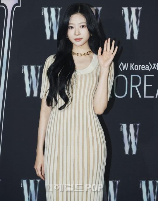 Gần nửa Kbiz đổ bộ sự kiện khủng: Park Min Young mặt cứng đờ, Jessica bị chê dừ chát, mỹ nhân Red Velvet đọ sắc bên Park Shin Hye - ảnh 15