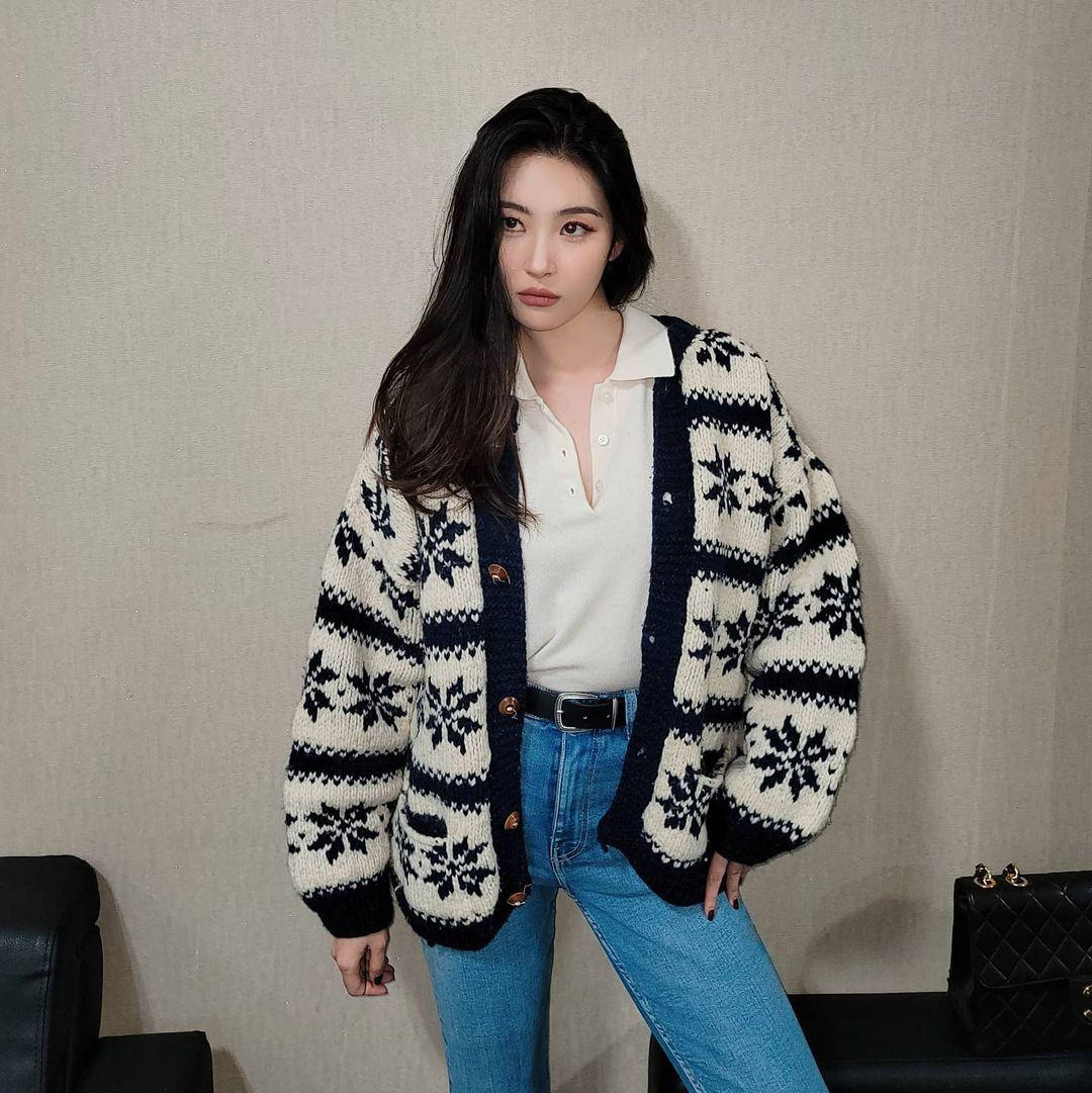 """Bắt chước sao Hàn sắm 4 items sau, style mùa lạnh của bạn sẽ """"lên như diều gặp gió"""" - Ảnh 10."""