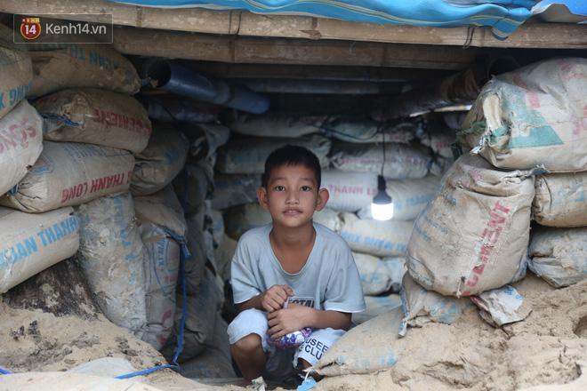 Người dân Quảng Nam đào hầm, đưa cả nhà xuống trú ẩn để tránh bão số 9 - ảnh 7