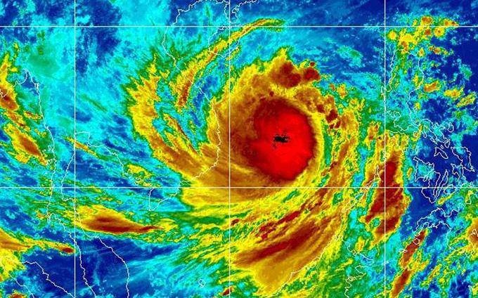 Bão số 9 còn cách đất liền hơn 300km, đóng cửa 6 sân bay, dừng chạy tàu hỏa để tránh bão